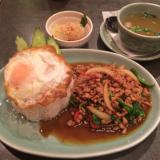 タイの食卓「クルン・サイアム吉祥寺店」でランチのガパオは鶏挽肉