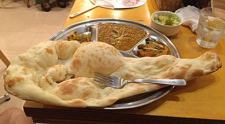 「ナマステカトマンズ」でダルカレーにネパール漬物を添えた「ダルバットセット」(吉祥寺ランチ)