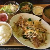 『ひる食堂、よる酒場』という「こまぐら」の野菜炒め定食で吉祥寺ランチ …「カフェ」にリニューアル
