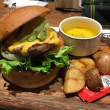 「ヴィレッジヴァンガード ダイナー吉祥寺」でおしゃれにボリューム満点のハンバーガーでランチ