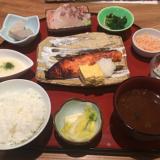 吉祥寺「西一条魚金(にしいちじょううおきん)」で季節のおばんざい付き「鮭西京焼き定食」をいただく