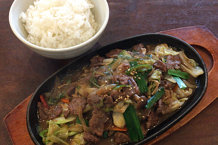 吉祥寺「ダイヤ街」にある韓国伝統料理「ど韓」の食べ飲み放題ランチでプルコギをいただく