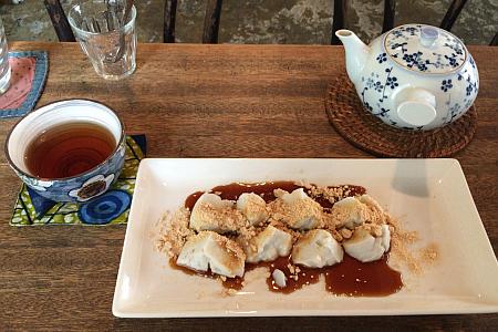 「QWALUNCA CAFÉ(クワランカ カフェ)」の「ココナッツミルク風味くずもち」とほうじ茶でマッタリ