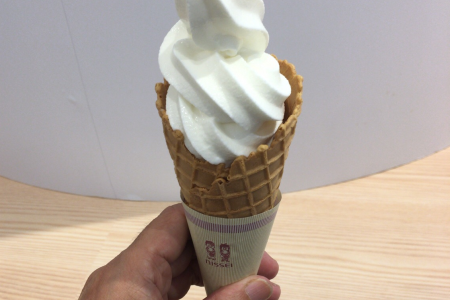 コピス吉祥寺の期間限定店舗「MILKLAND HOKKAIDO → TOKYO」で「牧場ソフトクリーム」をいただく
