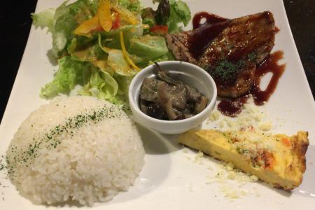 吉祥寺肉バル居酒屋「タントビーノ(TANTO-VINO)」でワンプレートの日替わりグリルランチ