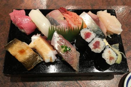 吉祥寺「井の頭通り」沿いにある「握り処 すし谷」でお昼のサービス「上寿司」を味わう