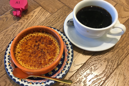 リニューアルした「CAFE ZENON(カフェ ゼノン)」で「YAMANAKAプリン」をいただく