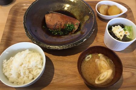 吉祥寺「末広通り」沿いにある「福郎(FUKUROU)」で「天然ブリ煮付け」ランチを堪能しました
