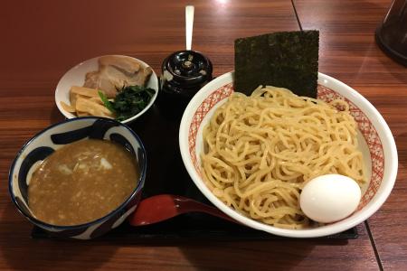「めん家 福みみ堂」の「濃厚煮干しつけ麺」は味変用の「辛子高菜」をたっぷり使ってさらにおいしい …閉店
