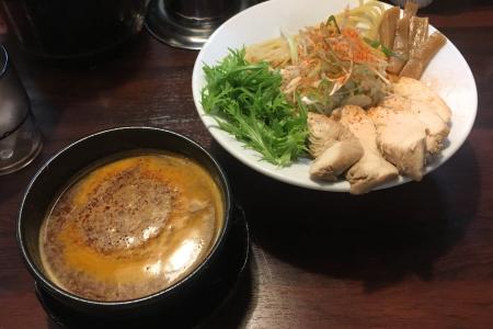 吉祥寺の濃厚鶏白湯らーめん「鷹神(TAKASHIN)」で魚介塩味「赤鷹つけ麺」を汗だくでいただく …閉店