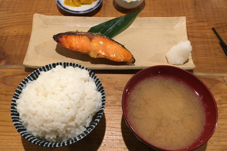 「大衆酒場 長次郎 吉祥寺」の定食ランチで「銀鮭西京焼き」の焼魚定食を楽しむ