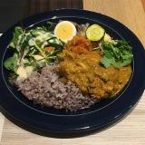 成蹊大学前のカフェ「Cafe 247 Kichijoji」で充実のプレートランチ「バターチキンカレー」をいただく