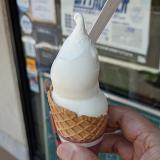 「カフェゼノン(CAFE ZENON)」でミルク感たっぷり「ジャージー牛乳ソフトクリーム」をいただく