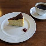 井の頭通り沿い「カフェ海猫山猫」でフワッと口解けと程よい甘さの「バスクチーズケーキ」でコーヒーブレイク