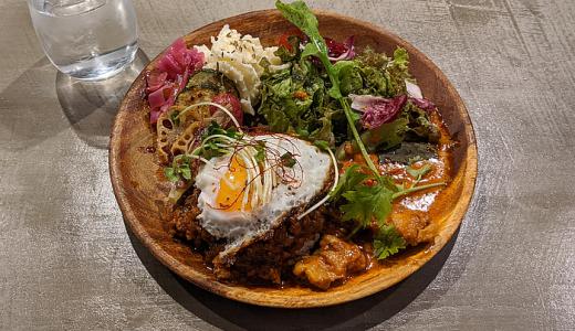 吉祥寺 KSビル B1F「せきちゃんカフェ」で選べるカレーと充実サラダの「スパイスカレープレート」を堪能