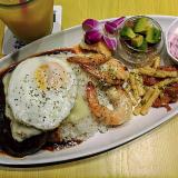 ハワイアンキッチン「ALOHA VENUS(アロハヴィーナス)」で盛りだくさん「ハワイアンプレート」を堪能