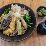 吉祥寺ヨドバシ裏にできた「板蕎麦ちどり」で涼味と薬味がたっぷりの「鬼おろし天ぷらぶっかけ」を堪能