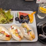 末広通りの「吉祥寺Berry coco(ベリーココ)」で果物がこぼれ落ちそうな「フルーツサンドランチ」を堪能